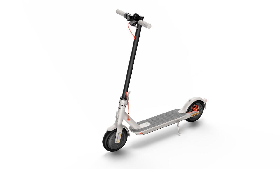 Xiaomi-Mi-Electric-Scooter-3-wit