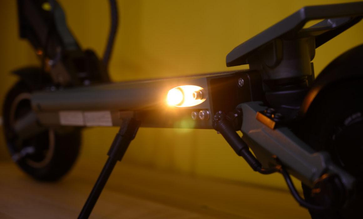 Zero-8-pro-knipperlicht-achter-licht